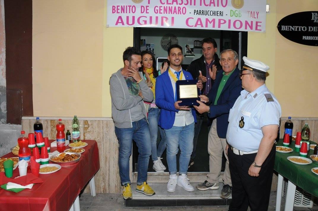 Il Sindaco Premia Con Una Targa Da Parte Del Comune Di Grumo Nevano, Il Campione Italiano Benito De Gennaro.