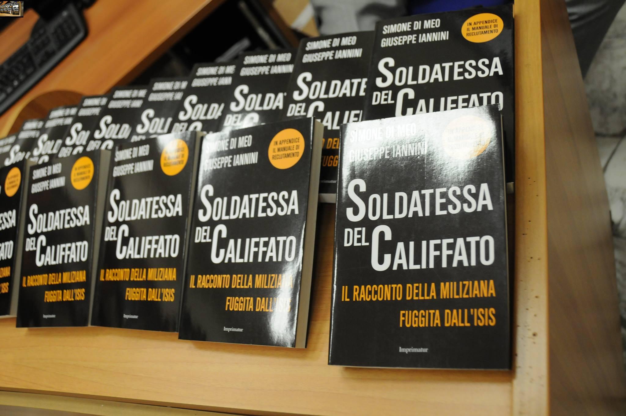 """Galleria fotografica presentazione libro """"Soldatessa del califfato"""" – Biblioteca Comunale """"Domenico Cirillo""""  Martedì 20 Ottobre alle ore 18:00"""