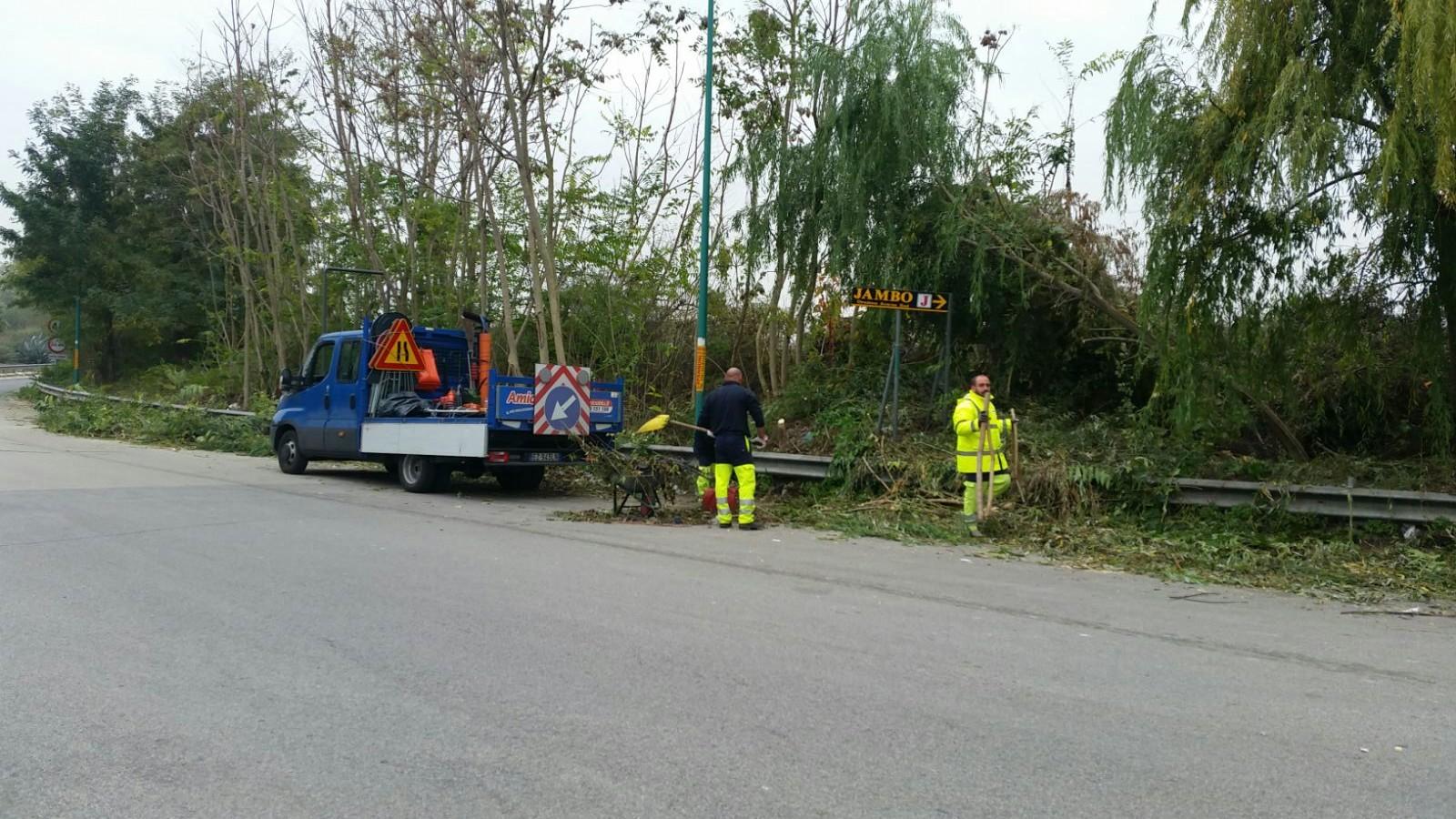 Grumo nevano, lavori in corso di puliza della sede stradale ASSE MEDIANO, Consigliere G.Brisetti