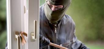 **ULTIMISSIMA**RAPINA in villa, marito e moglie picchiati e legati: notte di terrore in CAMPANIA