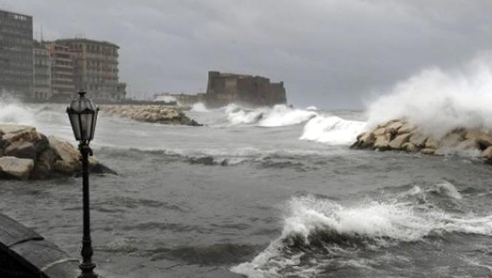 Forti temporali ed IMMINENTE crollo delle temperature su Napoli e Campania
