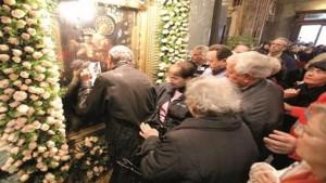 bacio-del-quadro-della-madonna-di-pompei-810x456