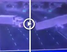 In provincia di Napoli,Camion perde il controllo e 'salta' nell'altra corsia  il video dell'incidente