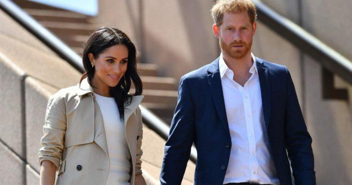 Harry e Meghan, famiglia reale «ferita» dalla decisione della coppia: la Regina l'ha saputo dalla tv